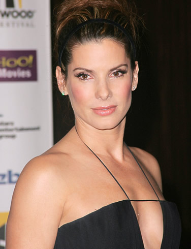 http://godessofsmallthings.files.wordpress.com/2009/12/sandra-bullock-picture-1.jpg