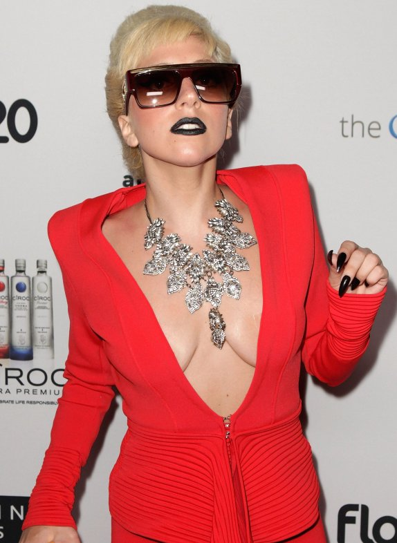 lady-gaga-cleavage